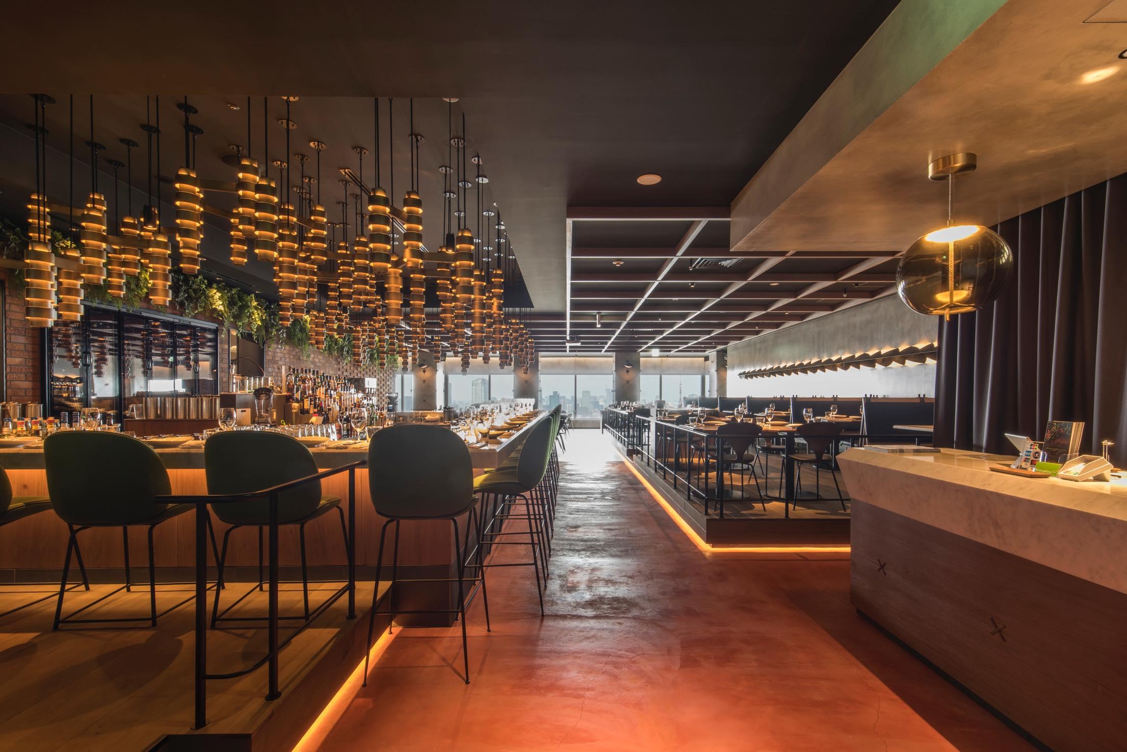 【事前予約でランチコース30%OFF!】高層階レストランで景色とともに楽しむモダン・アジアン料理